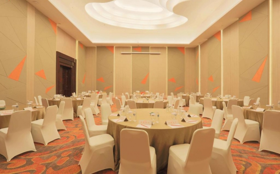 Meeting room di Harris Hotel and Convention Ciumbuleuit