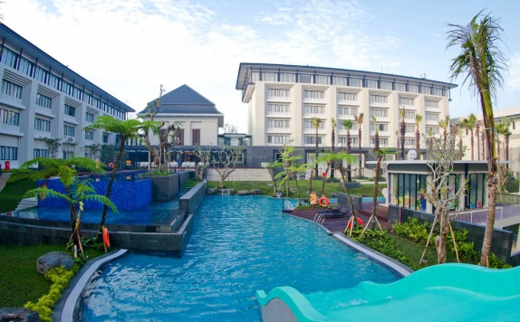 swimming pool di Harris Hotel and Conventions Malang