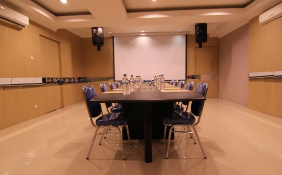 Meeting room di High Point Serviced Apartment