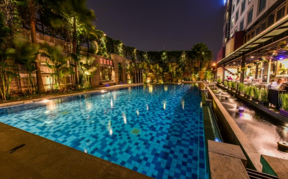 Swimming pool di Holiday Inn Bandung