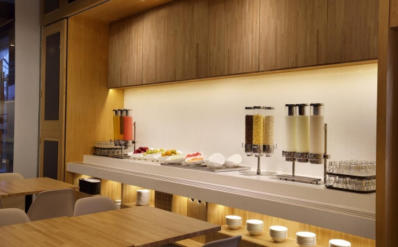 food and beverages di Holiday Inn Express Jakarta Thamrin