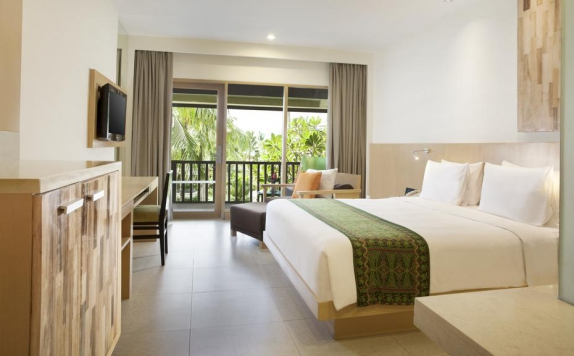 Tampilan Bedroom Hotel di Holiday Inn Resort Baruna