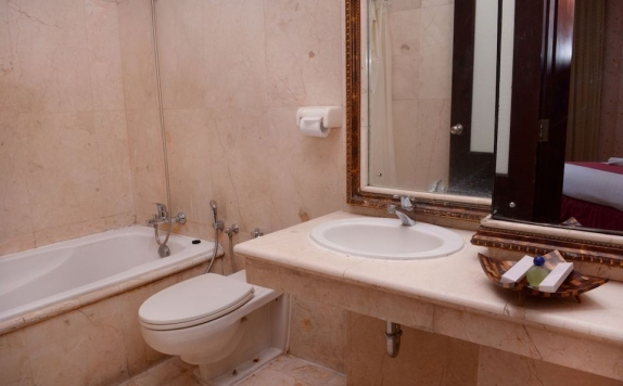 Bathroom di Horison Express Quds Royal Hotel