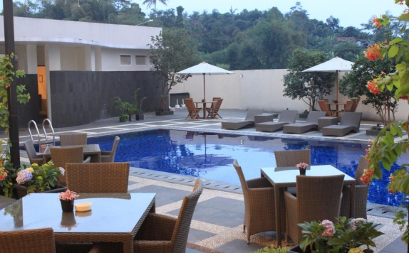 Swimming pool di Horison Sukabumi