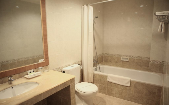 bathroom di Hotel Anugerah