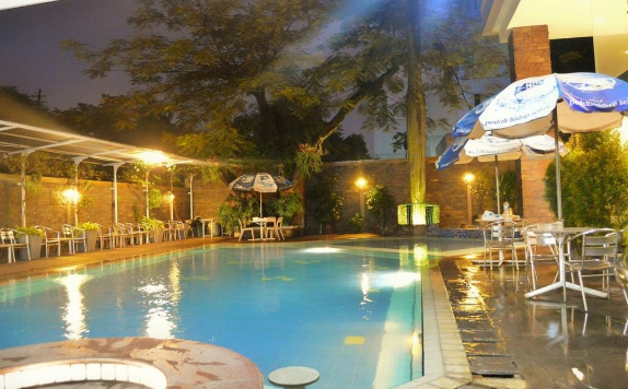 Swimming Pool di Hotel Kedaton