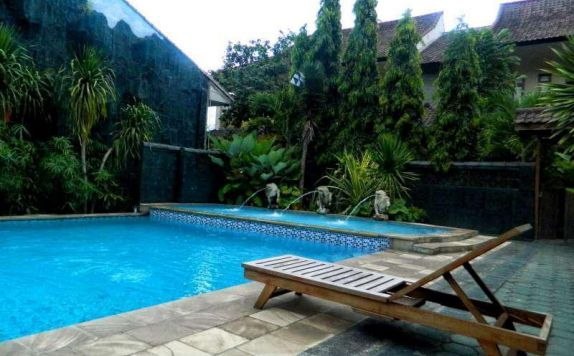 Swimming Pool di Hotel Mahkota Plengkung