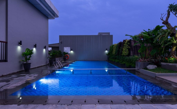 Swimming Pool di Hotel Santika Pasir Koja