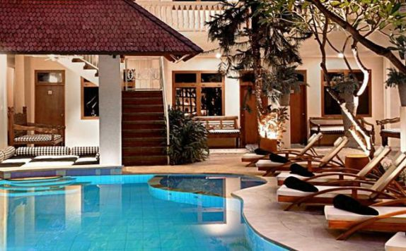 swimming pool di Hotel Wida