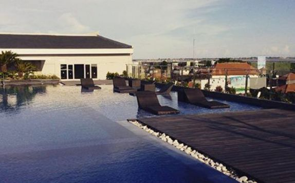 Pool di H Sovereign Bali