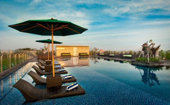 Sky Pool di H Sovereign Bali