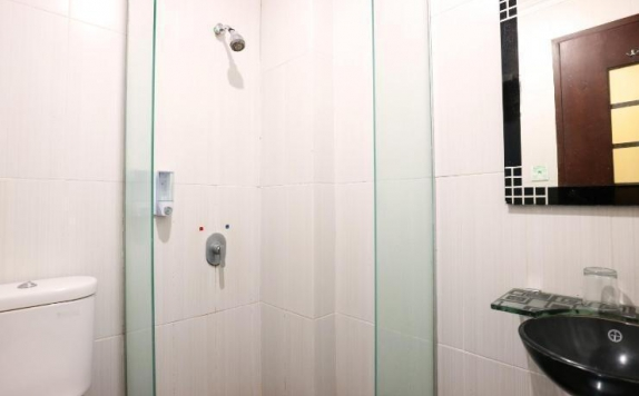 bathroom di Hyper Inn