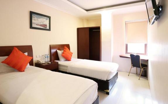 guest room twin bed di Hyper Inn