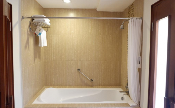 Tampilan Bathroom Hotel di Ibis All Seasons Resort