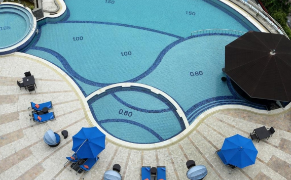 Swimming Pool di Ibis Balikpapan