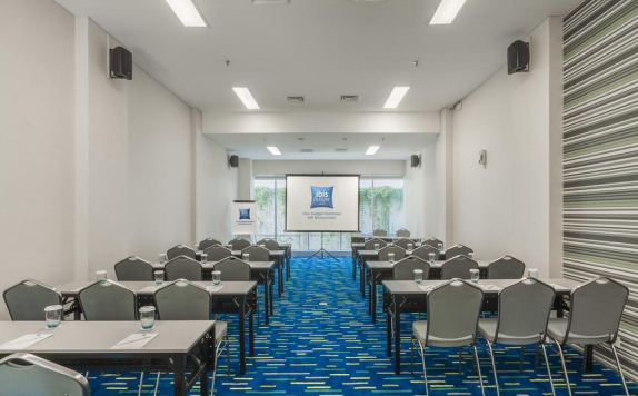 Meeting room di Ibis Budget Surabaya HR Muhammad