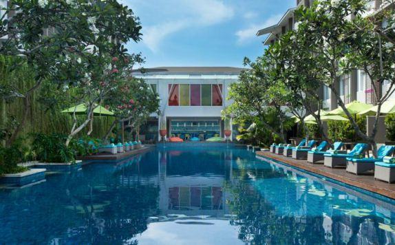 swimming pool di Ibis Styles Benoa