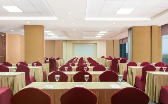 Meeting room di Indoluxe Hotel