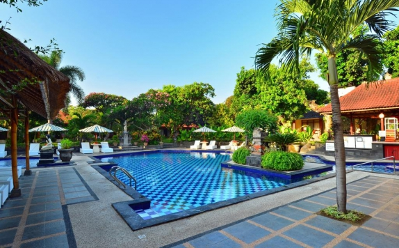 Swimming Pool di Inna Sindhu Beach