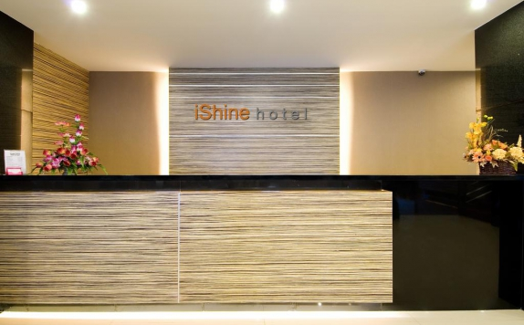 Receptionist di i-Shine (Ex Aston Pekanbaru City)
