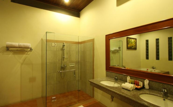 bathroom Hotel di Istana Pool Villas & Spa