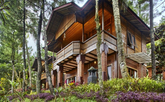 Front view di Jambuluwuk Puncak Resort & Convention Hall