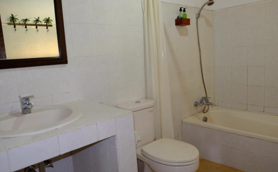 Tampilan Bathroom Hotel di Jati 3 Bungalows