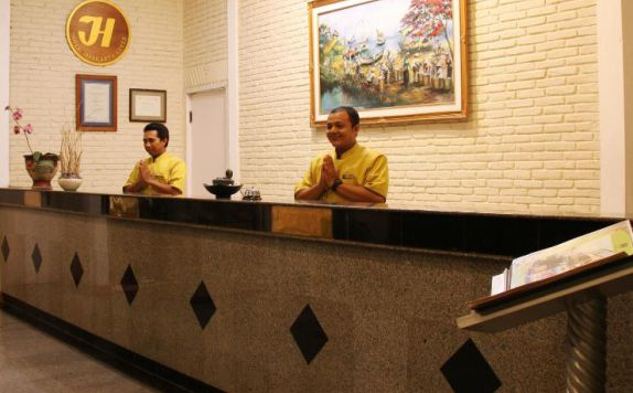 receptionist di The Jayakarta Villas Anyer Beach Resort
