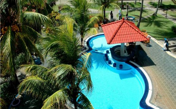 swimming pool di The Jayakarta Villas Anyer Beach Resort