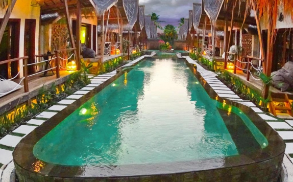 Swimming Pool di Kaleydo Villas