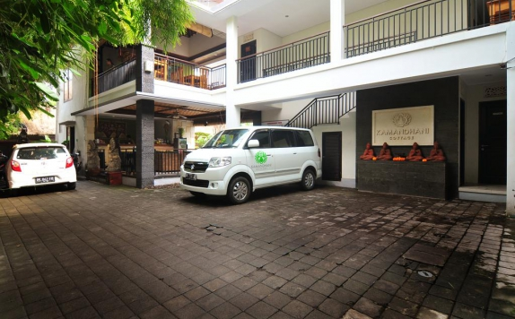 Area Parking di Kamandhani Cottage