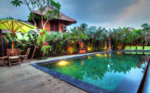 Swimming Pool di Kamandhani Cottage