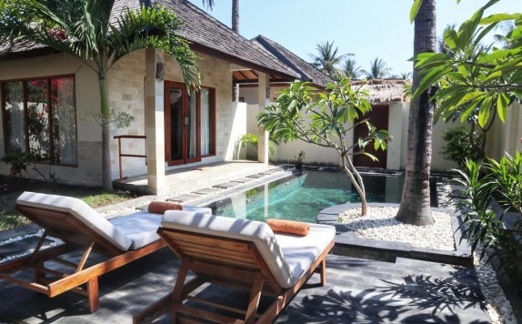 Swimming pool di Kelapa Luxury Villa