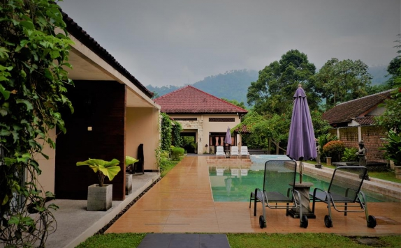 Swimming Pool di Kendi Villas and Spa