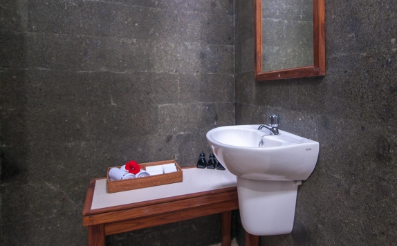 Bathroom di Kubu Ubud by Baio