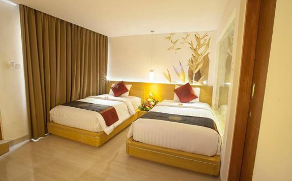 guest room twin bed di Kuta Beach Club