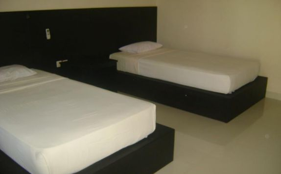 guest room twin bed di Kuta Indah