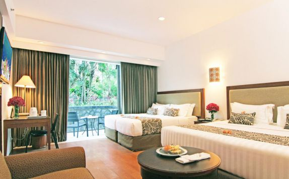 guest room twin bed di Kuta Paradiso