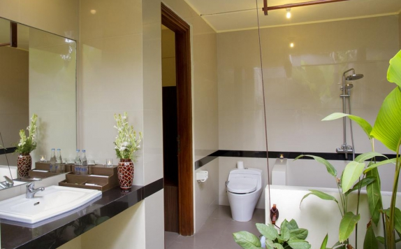 Bathroom di Ladera Villa Ubud