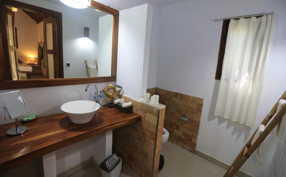 Bathroom di Laguna Gili Beach Resort