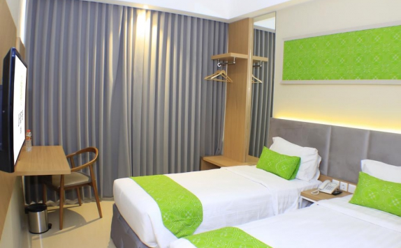 guest room twin bed di Laksana Inn Hotel