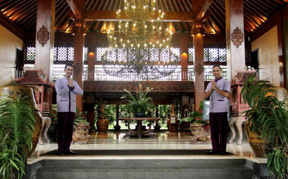 entrance di Laras Asri Resort & Spa