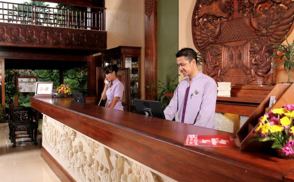 receptionist di Laras Asri Resort & Spa
