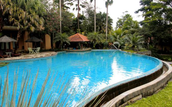 swiming pool di Laras Asri Resort & Spa