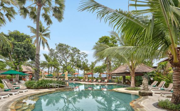 swimming pool di Legian Beach Hotel