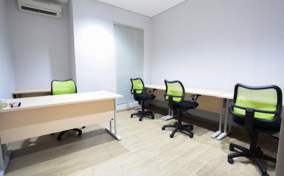meeting room di LeGreen Suite Kuningan