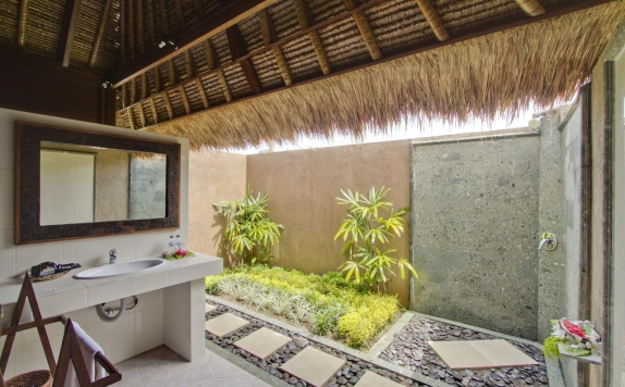 Bathroom di Lembongan Bay Shore Huts