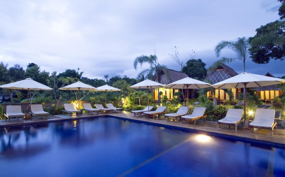swimming pool di Lembongan Bay Shore Huts