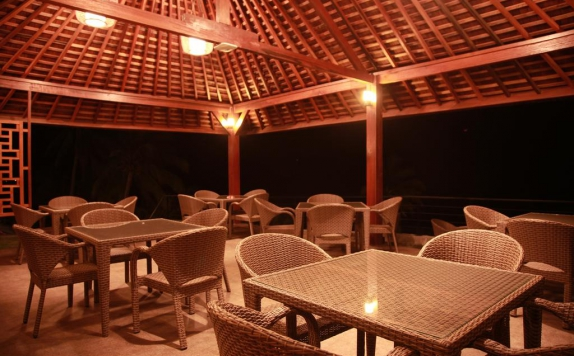 Outdoor Seating di Lima Satu Resort by BAIO