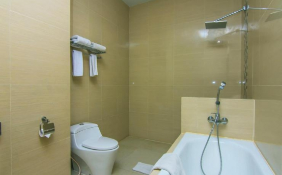 Bathroom di Lorin New Kuta Hotel